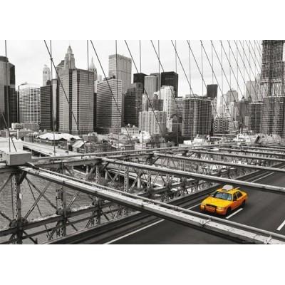 Fotomural YELLOW CAB ON BRIDGE