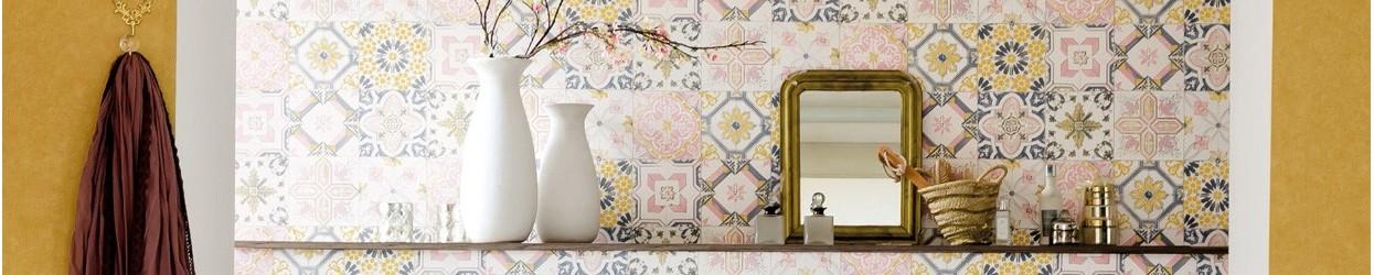 Material de papel de parede, as melhores imitações de madeira, betão / cimento, efeitos oxidados e azulejos